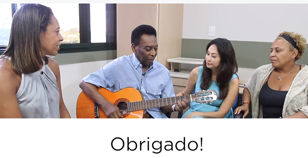 Pelé publica vídeo em que toca violão e agradece fãs pelo apoio