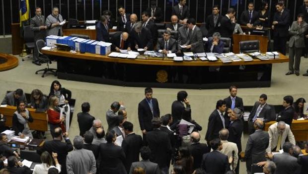 Congresso aprova texto-base do projeto que muda cálculo do superávit primário