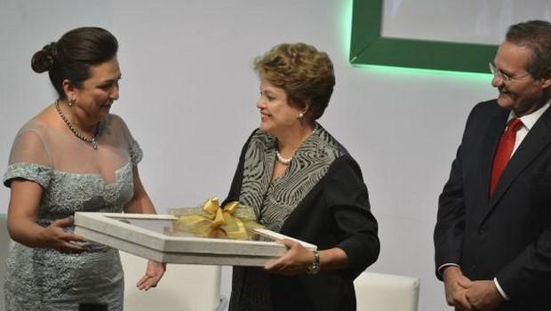 Dilma diz que vai estar mais próxima de Kátia Abreu nos próximos quatro anos