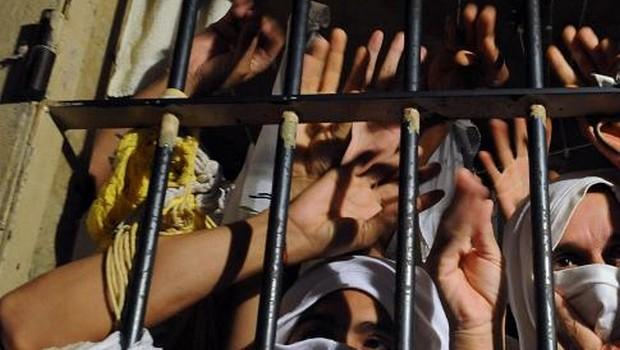 Revista em cadeia de Manaus encontra 22 celulares, dinheiro e entorpecentes