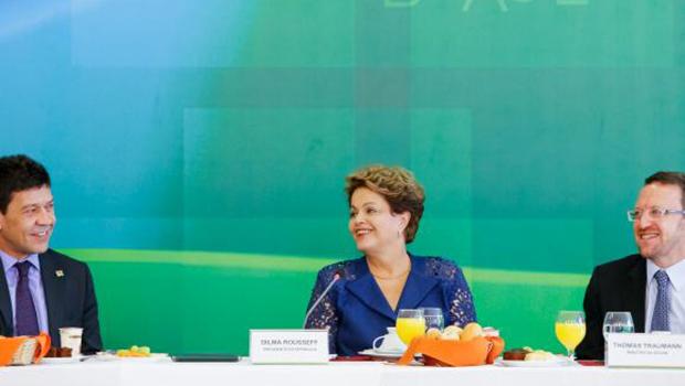 Analistas avaliam novos ministros como garantia de governabilidade para Dilma