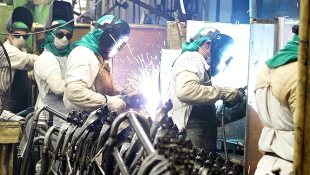 IBGE: produção industrial do país registra queda de 0,7% em novembro