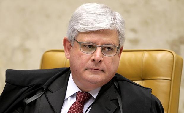 Em público, Janot avisou à presidente sobre o início do processo contra o petrolão