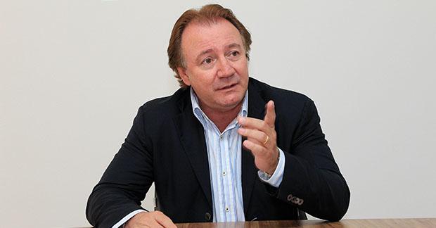 """""""Iris Rezende vai perder o comando do PMDB em 2015"""", garante Júnior Friboi"""