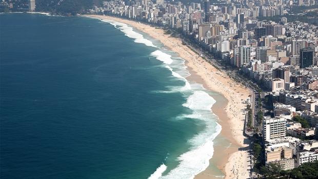 Vista aérea das praias de Ipanema e Leblon (Foto: RioTur)