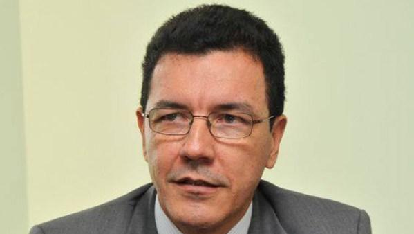"""Edward Madureira: """"O aluno deve sair do ensino básico dominando, no mínimo, as linguagens escrita e lógica"""""""