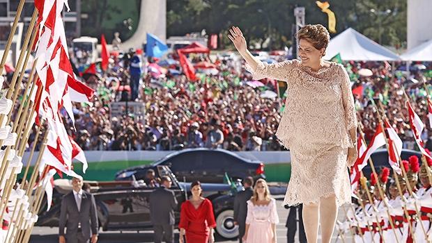 Ao tomar posse para seu segundo mandato presidencial, Dilma não contou com a presença do criador Lula da Silva | Foto: Lula Marques / Fotos Públicas