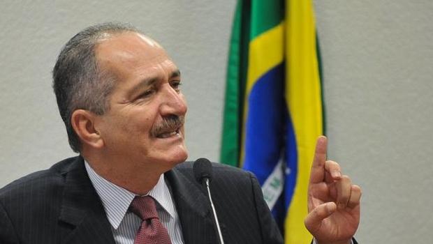 Aldo Rebelo exalta realização da Copa do Mundo no Brasil durante transmissão de Ministério