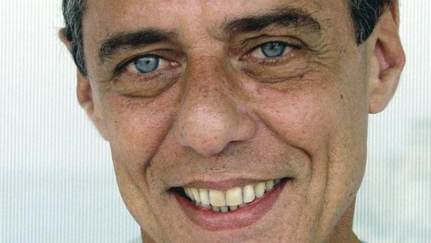 Chico Buarque escreve grande romance para leitores e pequeno romance para críticos