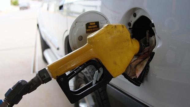 Polícia Civil prende três pessoas por furto de combustível e crime ambiental