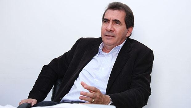 Retificando boatos de um imbróglio partidário, João Gomes destaca: quer continuar na Prefeitura