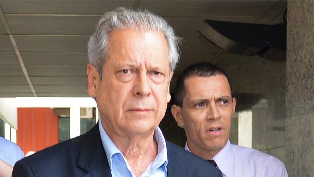 José Dirceu: antes foi o mensalão, agora também suspeito no petrolão    Fabio Rodrigues Pozzebom/ Agência Brasil