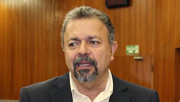 Presidente da CCJ, Elias Vaz acatou emenda que estendeu retroatividade | Foto: Eduardo Nogueira/Câmara de Goiânia