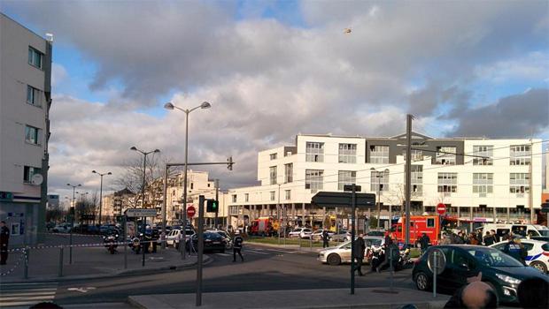 Homem que mantinha reféns na França é preso