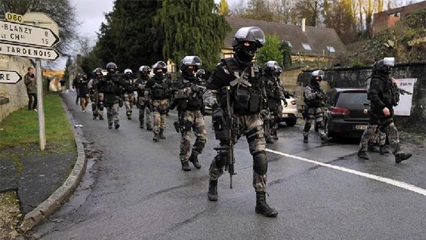 Unidades de elite francesas  caçam terroristas, que foram  mortos na sexta-feira | Foto: AFP