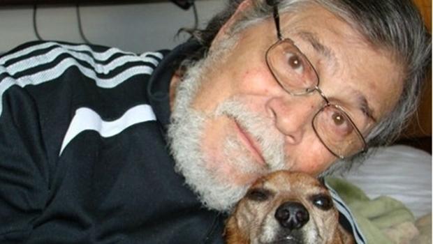 Corpo do dramaturgo Chico de Assis é sepultado em São Paulo