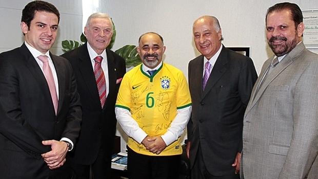 Ministro George Hilton (ao centro) com cúpula da CBF | Foto: Ministério do Esporte