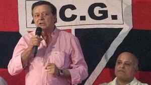 Jovair Arantes (em pé) e Maurício Sampaio, em eleição da presiência do Atlético / Foto: Facebook