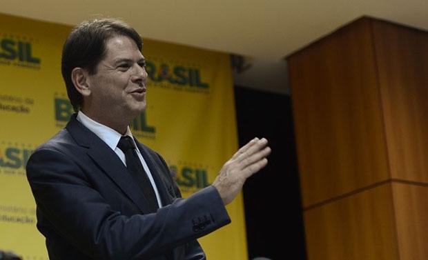 Cid Gomes assume com a intenção de mudar 40 anos de políticas educacionais