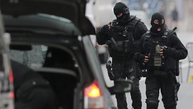Tiroteio, sequestro, morte de policial e cerco a suspeitos deixam França em clima tenso