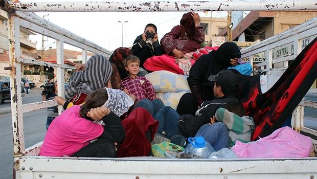 Refugiados sírios chegam à  fronteira com o Líbano, que não  está preparado para recebê-los | Foto: EFE