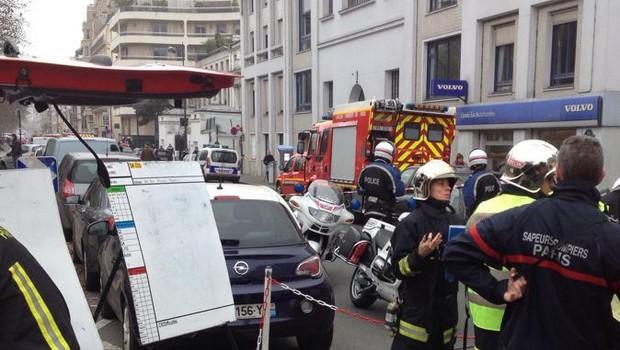 Jornal francês que ironiza Maomé é atacado na França, 12 pessoas morreram