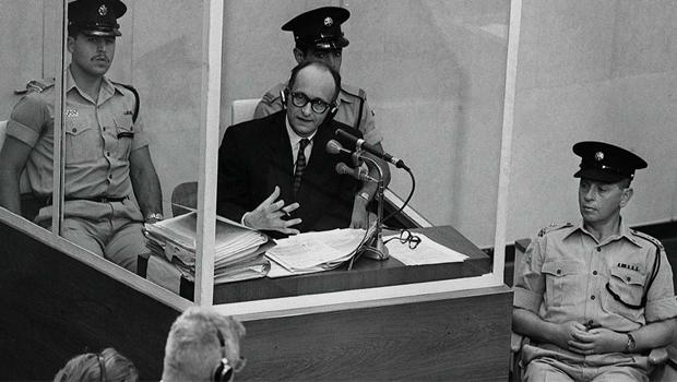 Adolf Eichmann, capturado na Argentina, foi condenado à morte em Israel  | Foto: jewishcurrents.org