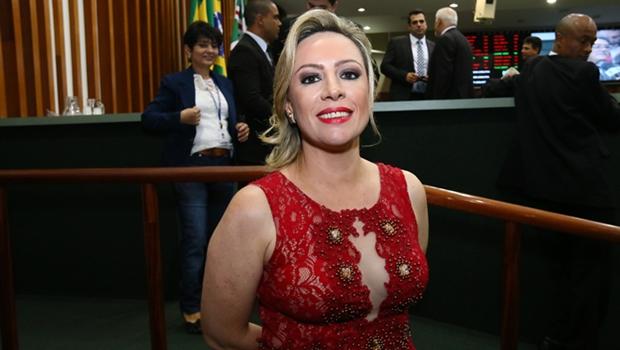 Deputada Delegada Adriana Accorsi durante cerimônia de posse na Assembleia   Foto: Fernando Leite / Jornal Opção
