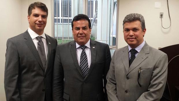 Presidente da OAB subseção de Formosa, Marco Aurélio presidente da OAB-GO, Enil Henrique e conselheiro Márcio Messias / Foto: divulgação