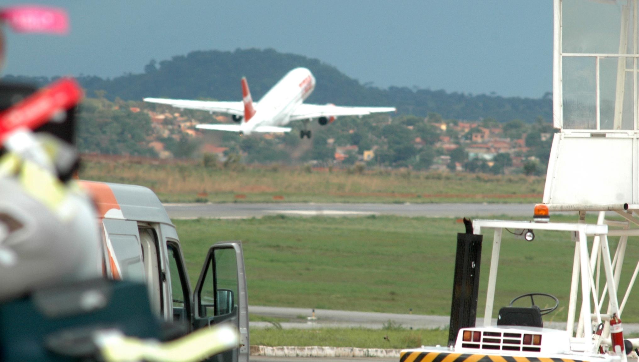 Preços de passagens internacionais partindo de Goiânia caem até 27%