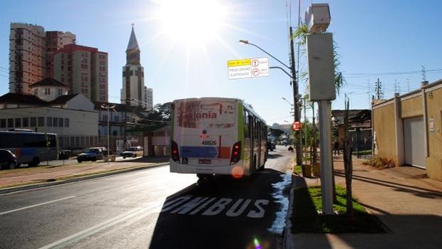 Corredor preferencial instalado na Rua 10 | Foto: Fernando Leite / Jornal Opção