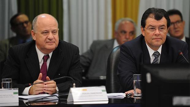 O ministro Eduardo Braga e o secretário esecutivo Márcio  Zimmermann,  na  reunião  do  Comitê de  Monitoramento  | Foto: Elza  Fiúza/Agência  Brasil