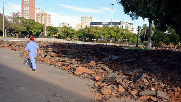 Praça Cívica passa por obras de requalificação | Foto: Edilson Pelikano