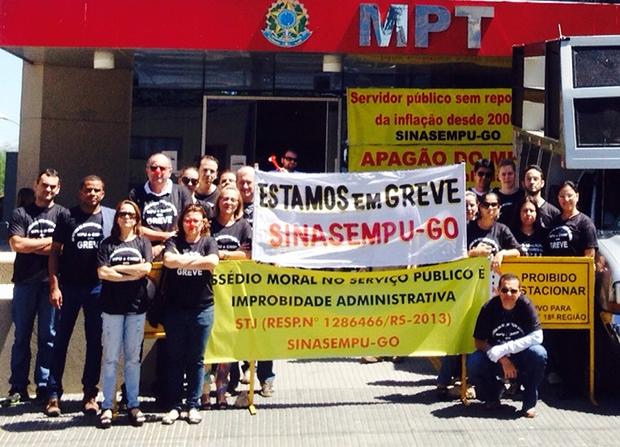Concursados do MPF e MPT Goiás cruzam os braçosem | Foto: Divulgação