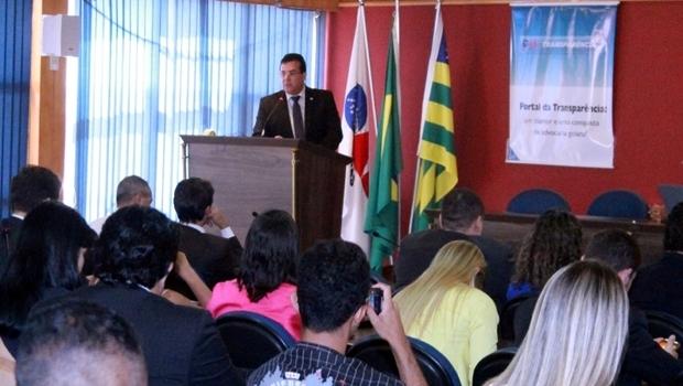 Presidente da OAB-GO, Enil Henrique discursa durante cerimônia de lançamento do Portal da Transparência | Foto: Leo Iran