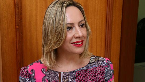 Adriana Accorsi coloca bloco na rua para ser candidata do PT em Goiânia