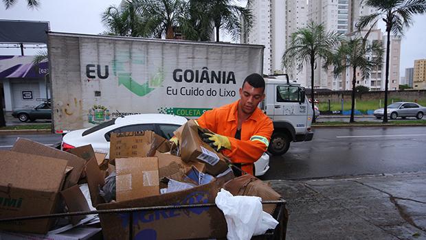 Prefeitura não amplia a coleta seletiva e Goiânia não recicla nem 5% do total do lixo