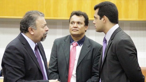 Elias Vaz (PSB), Felisberto Tavares (PSD) e Thiago Albernaz (PSDB): oposição não vai desistir da data-base | Foto: Alberto Maia