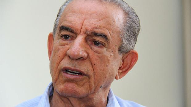 Iris Rezende opera, com relativa discrição, para se livrar do desgaste do prefeito Paulo Garcia