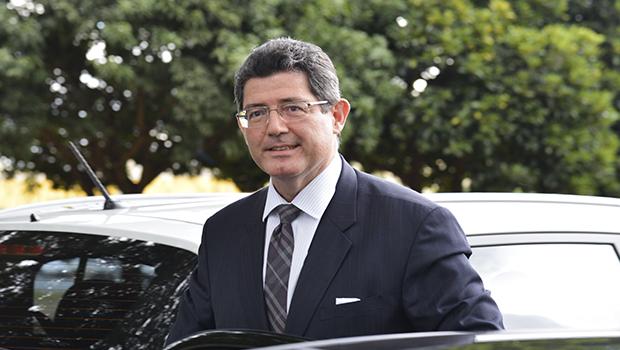Levy causa mal estar após declaração sobre Dilma e deve se explicar no Senado
