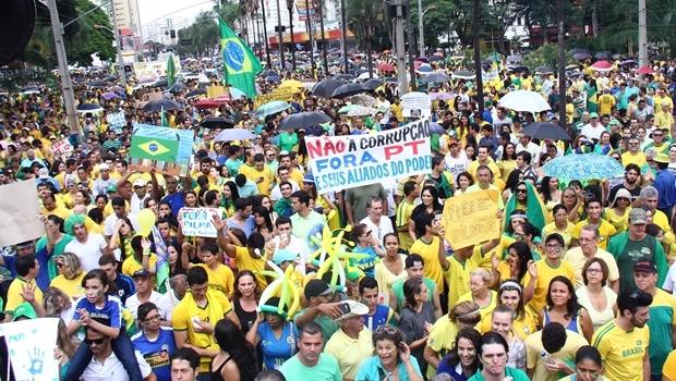 Manifestação em Goiânia reuniu 60 mil pessoas no último domingo (15/3) | Foto: Fernando Leite / Jornal Opção