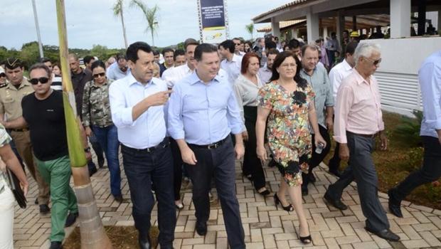 Governador Marconi Perillo e prefeita Selma Bastos na inauguração do Lago das Acácias | Foto: reprodução / Facebook Siga Marconi