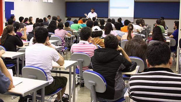 Resultado de imagem para Câmara rejeita cobrança de pós-graduação em universidades públicas