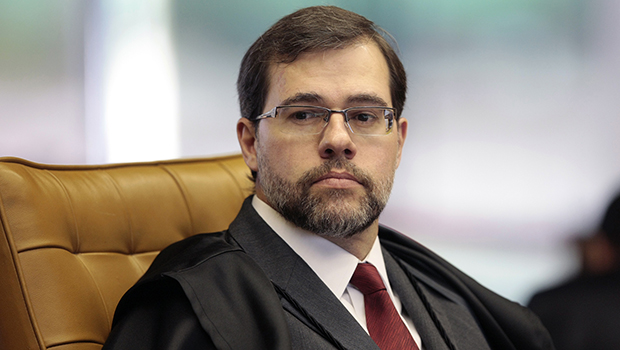 Toffoli suspende processo com dados do Coaf a pedido de Flávio Bolsonaro