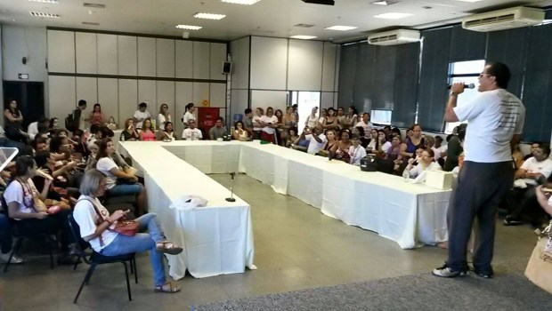 Servidores da Educação ocupam auditório no Paço | Foto: Reprodução/Facebook