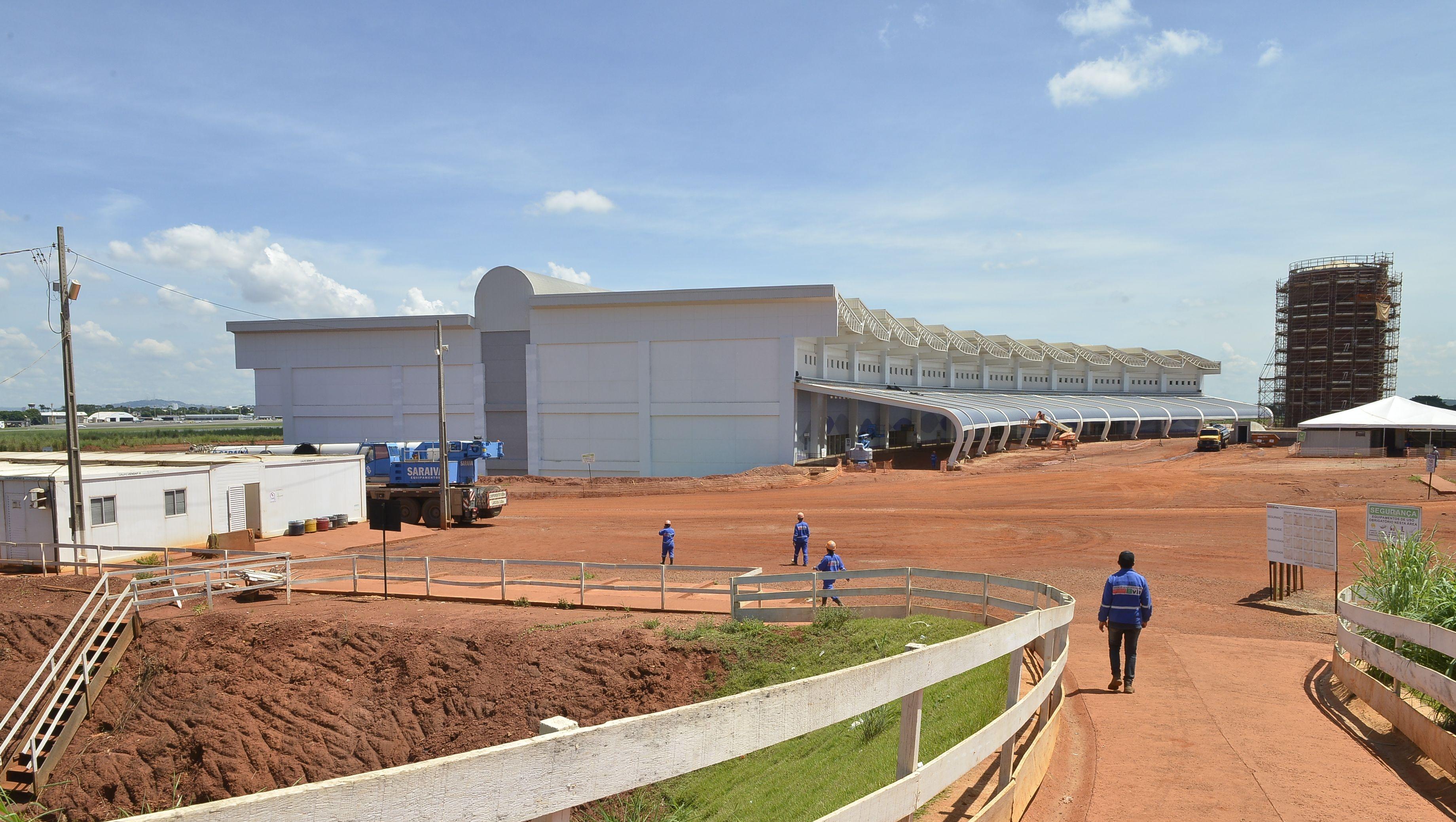 Ministro da Aviação acompanha retomada das obras do Aeroporto Santa Genoveva