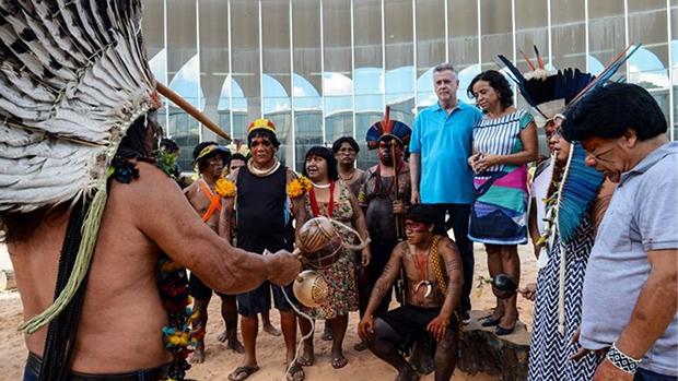 Abertura das comemorações do Dia do Índio no Memorial dos Povos Indígenas com a presença do Governador Rodrigo Rolemberg e a esposa, Denise Rollemberg / Foto: Elza Fiúza/ Agência Brasil