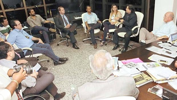 Legenda – Comissão designada pelo governador Marcelo Miranda recebeu representantes de sindicatos e associações dos servidores públicos  para negociação