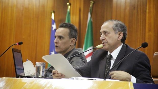 Primeiro secretário, Zander Fábio (PSL), e o presidente Anselmo Pereira (PSDB), durante sessão plenária | Foto: Alberto Maia / Câmara Municipal