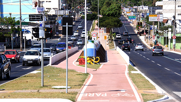 Ciclovia da Avenida Universitária poderia ser mais bem aproveitada se já estivesse interligada a outras | Foto: Fernando Leite/ Jornal Opção